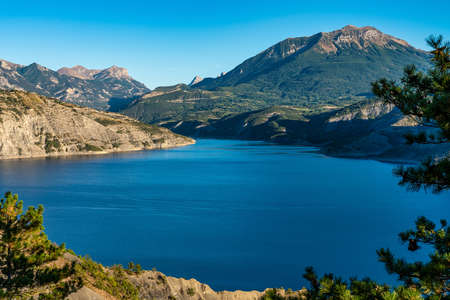 Lake Serre-Poncon, Lac de Serre-Poncon is a lake in southeast France near the town Gap. It is one of the largest artificial lakes in western Europe Banco de Imagens