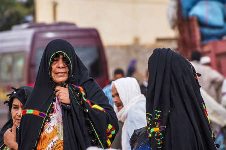 Erfoud, Morocco - Oct 19, 2019: local residents at the Road of a Thousand Kasbahs in their activities on the streets, Morocco, Africa Redactioneel