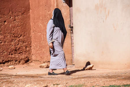 Dades Gorge, Morocco - Oct 20, 2019: Berber people living in Dades Gorge, a gorge of Dades River in Atlas Mountains in Morocco. Dades Gorge depth is from 200 to 500 meters. Redactioneel
