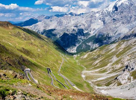 Italy, Stelvio National Park. Famous road to Stelvio Pass in Ortler Alps. Alpine landscape. Standard-Bild