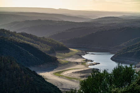 Landscape view around Salto del Gitano in Monfrague National Park. Caceres, Extremadura, Spain. 免版税图像