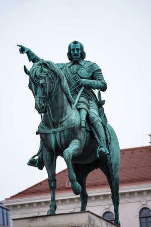 Munich, Germany - Oct 17, 2020: Statue of Maximilian Churfuerst Von Bayern. Wittelsbacher Square in Munich, Germany Redactioneel