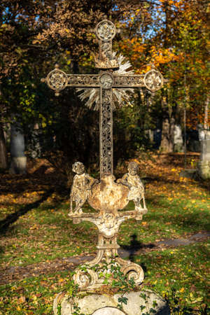 Munich, Germany - Nov 01, 2020: View of famous Old North Cemetery of Munich, Germany with historic gravestones. Funerals have not been held here since 1944. Instead, the cemetery is used as a park. Redactioneel