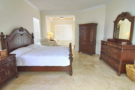 Overview of a beautiful classic bedroom suite in a private residence with a travertine floor Zdjęcie Seryjne