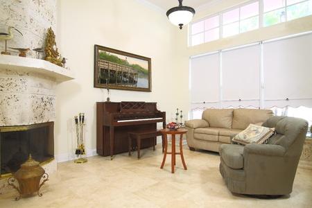 Kilátás gyönyörű formális modern nappali zug a kikapcsolódásra, vagy elolvasni egy könyvet Stock fotó