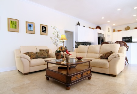 Áttekintése egy gyönyörű klasszikus családi szoba egy magánlakás