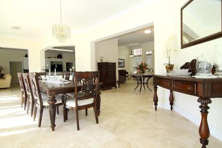 Nézd meg a szép klasszikus gazdag étkező travertin padló