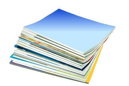 leggere rivista: Pila di vecchi periodici con una copertina in bianco con spazio per il testo, isolato su bianco