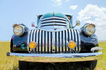 Up close Front view of a 1947 Chevrolet Suburban Редакционное
