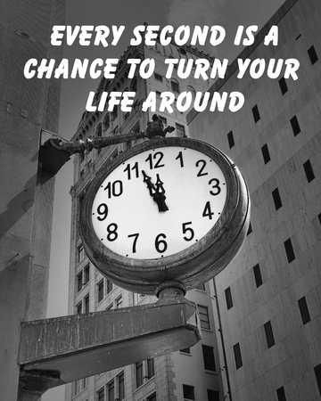 Motivational quote about live by an unknown author, on a downtown street clock at a few minutes before twelve Фото со стока - 32523042