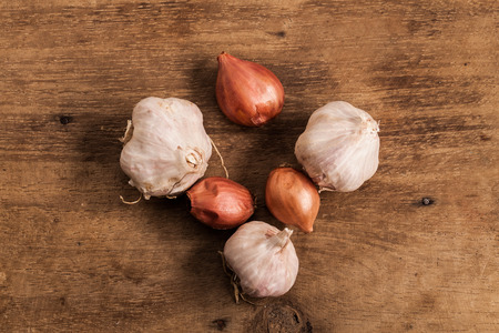 alliaceae: fresh Onions and garlic on a wooden background  Stock Photo