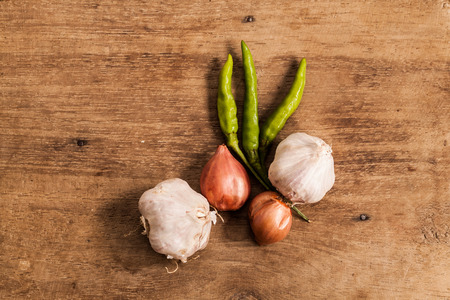 alliaceae: fresh Onions and garlic on a wooden background.