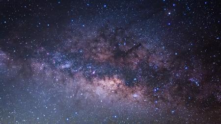 長時間露光の写真パノラマ天の川。 写真素材