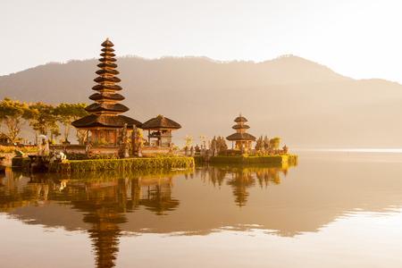 Ulun Danu Tempel Beratan See in Bali Indonesien Standard-Bild - 42283330
