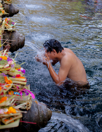 worshiped: Balinese temples are worshiped by Indra is believed to have originated from the locals come to bathe. Keep drinking waterExpel such a bad thing and it is a fortune to have a life when eating or drinking.