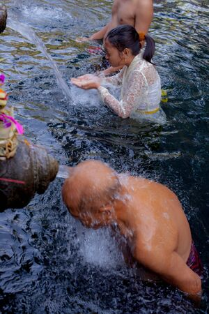 bad fortune: Balinese temples are worshiped by Indra is believed to have originated from the locals come to bathe. Keep drinking waterExpel such a bad thing and it is a fortune to have a life when eating or drinking.