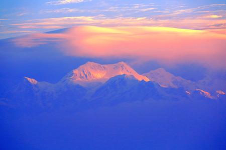 Le Kanchenjunga est la troisième plus haute montagne du monde, au Sikkim, en Inde. Il culmine à 8 586 m (28 169 pieds) dans une partie de l'Himalaya Banque d'images - 55997335