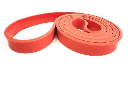 Rode oefening weerstand band op een witte achtergrond met schrijf ruimte