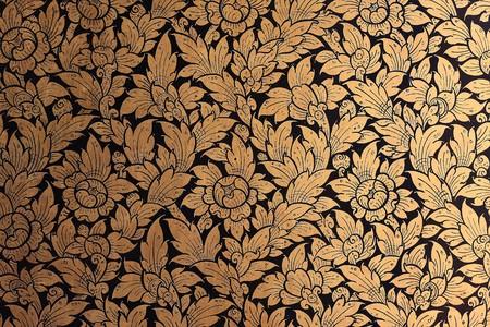 gold decorations: Pinturas de murales de acantilado de cl�nica mentales de templos tailand�s  Foto de archivo