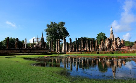 dilapidation: Old Temple in Sukhothai in Thailand