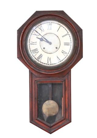 reloj de pendulo: antiguo reloj aislado en el blanco