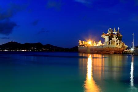 Saugbagger Pumpen Sand Auf Der Küste, Um Neues Land Aus Dem