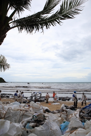 slick: Ko Samet,THAILAND-July 31 Royal Thai Navy personel,and local volunteers clean up a beach from a major oil slick on Ao Phrao beach on the island of Ko Samet on July 31,2013 in Ko Samet island ,Rayong, Thailand