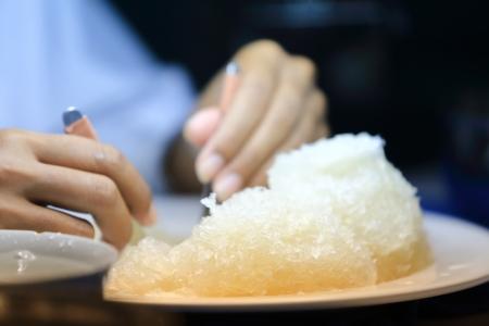 Vogelnest te koop op. Vogelnest soep is een delicatesse voor de rijke Chinezen, het is gemaakt van het nest. Stockfoto