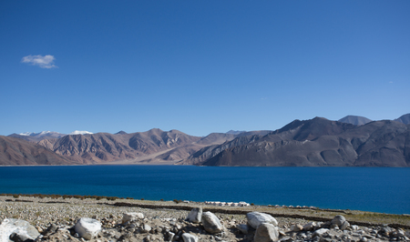 ridge of wave: Pangong Lake, is an endorheic lake in the Himalayas situated at a height of about 4,350 m (14,270 ft)