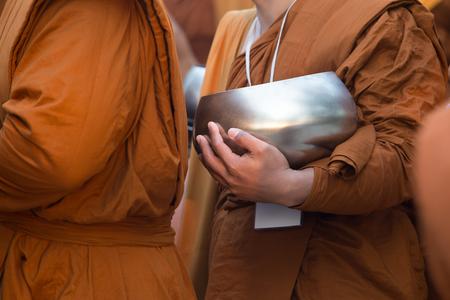 limosna: Limosnas del monje budista bowl