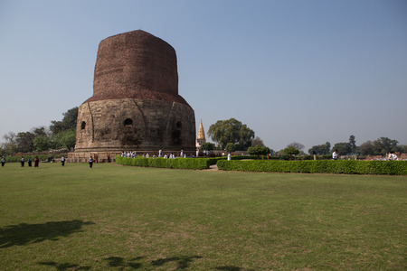 vihar: Dhamekh Stupa and ruins in Sarnath, India