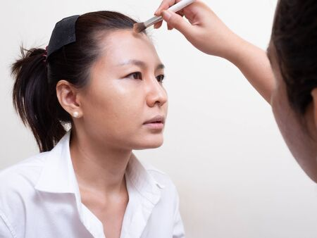 Makeup Artist is Makeup Model. Make up Artist work in home Zdjęcie Seryjne