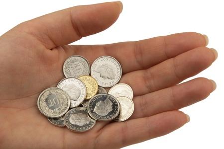 frank szwajcarski: różne monety szwajcarskich frankach trzymać w otwartej dłoni Zdjęcie Seryjne