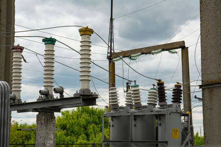 High-voltage power transformer substation of an electric network