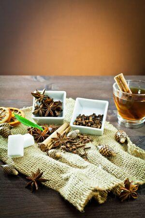 fiori secchi: arancia, zucchero, anice, cannella, chiodi di garofano e fiori secchi