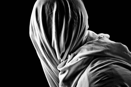 suffocate: person who holds the neck under the veil