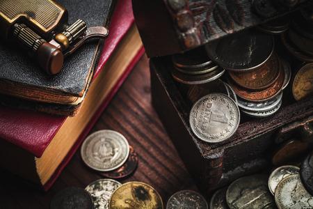 monedas antiguas: monedas antiguas y antiguo objeto