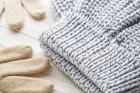 confortable: Wool fabrics for the cold winter. Hat, gloves and sweater.