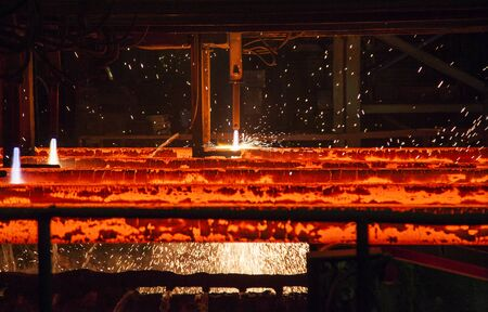 stell: cutting torch on stell mill conveyor