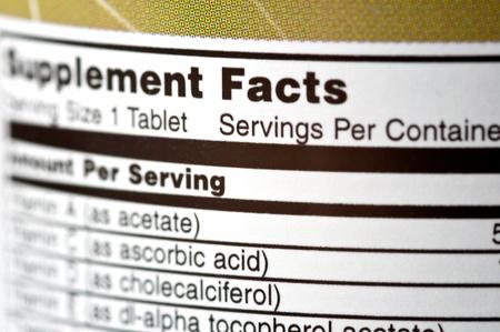 dosaggio: Primo piano di una bottiglia di vitamine Archivio Fotografico