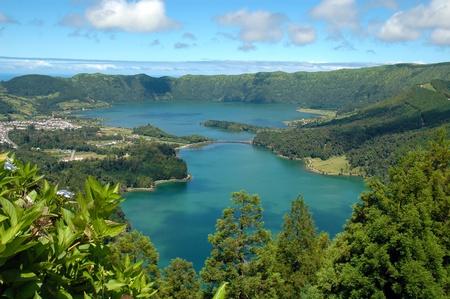 vulcano: Lagoa das Sete Cidades (Seven Cities Lagoon), in Azores, Sao Miguel Islands, Portugal