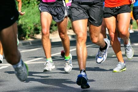 실행 마라톤 경주의 그룹 에디토리얼