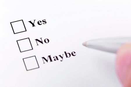 toma de decision: Tomar su decisión. Acerca de elegir entre sí, no, tal vez. Foto de archivo