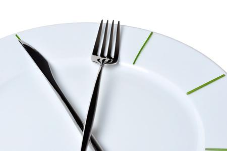 lunchen: Klok gemaakt van mes en vork, geïsoleerd op witte achtergrond