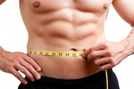 흰색 배경에 고립 체육관에서 운동 후 자신의 허리를 측정 맞는 사람,