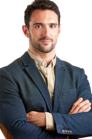 Příležitostné podnikatel s rukama zkříženýma na bílém pozadí