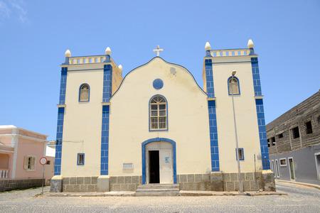 Eglise Santa Isabel à Sal Rei, Boa Vista, Cap Vert Banque d'images - 27906028