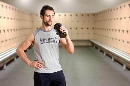 personal trainer: Man drinking a protein shake after a workout in the gym