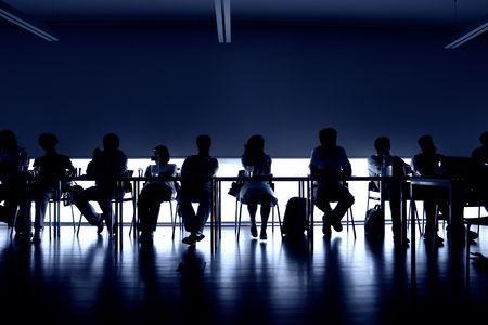 groupe de personnes lors d'une réunion, de l'intérieur image