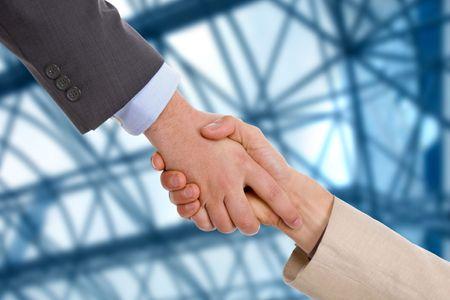 Agitar de mano de hombres de negocios en la Oficina Foto de archivo - 5587638